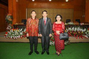 Dilantik sebagai Wakil Ketua DPRD Kota Tomohon, Caroll Senduk Beri Ucapan Selamat buat Johny Runtuwene