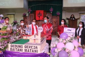Wali Kota Tomohon dan Ketua TP PKK Hadiri Ibadah HUT ke- 174 GMIM Baitani Matani