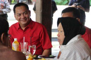 Wali Kota Caroll Senduk Dampingi Menteri Risma Makan Siang