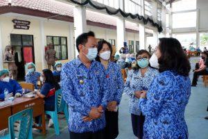 Giliran Vaksinasi Tenaga Pendidik Dipantau Wali Kota Tomohon