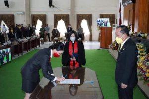 Cynthia Wongkar Resmi Dilantik sebagai Anggota DPRD Kota Tomohon