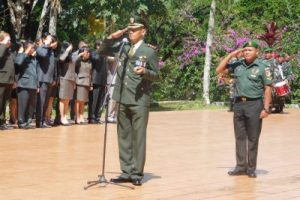 Dandim 1302/Min Irup Ziarah ke Makam Pahlawan Sam Ratulangi