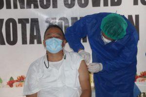 Wali Kota Jimmy Eman Jadi Kepala Daerah Pertama di Sulut yang Disuntik Vaksin Sinovac