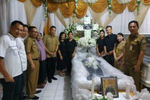 Walikota Tomohon Melayat Almarhum Freddy Roeroe
