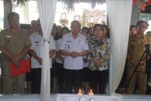 Bupati ROR Hadiri Pemakaman Mantan Hukum Tua Leilem