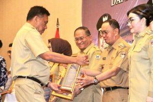 Diserahkan Gubernur Sulut, Bupati Minahasa Terima DIPA 2020