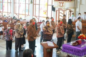 Bupati dan Wabup Minahasa Ibadah Minggu di GMIM Imanuel Leilem