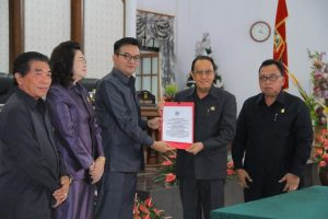 ADVERTORIAL: Bupati dan Wakil Bupati Minahasa Hadiri Paripurna Persetujuan RPJMD Tahun 2018 – 2023