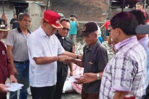 ROR Serahkan Bantuan kepada 5 Keluarga Korban Kebakaran Rumah di Pineleng Satu