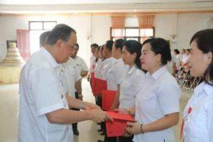 Serahkan SK, Bupati Minahasa: Gaji Guru Honorer telah Dinaikan 300 Persen