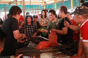 SAS Tinjau Pedagang Kelelawar di Pasar Beriman