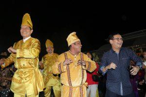 Walikota Vicky Lumentut Ikut Masamper di Pagelaran Tulude Pemkot Manado