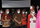 Dipimpin Uskup Manado, Wenny Lumentut Hadiri Misa Penerimaan Sakramen Krisma di Paroki Karombasan